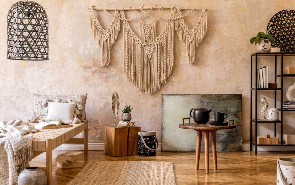 Ein Makramee Wandbehang verschönert die Wand. Im Online Workshop die Grundlagen des Makramees kennen lernen.